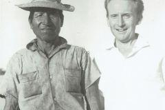 Zygmunt Pniewski z miejscowym kaboklo, Brazylia, 1967 r. fot. Arkady Fiedler